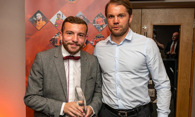 PAUL MCMULLAN RECEIVES HIS AWARD FROM HEAD COACH ROBBIE NEILSON